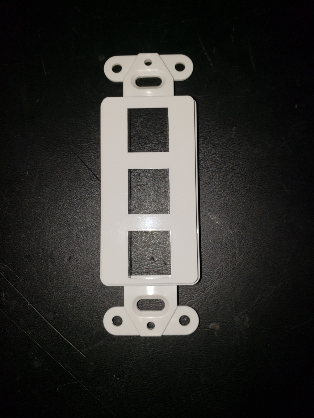 photo of 3 PORT DECORATOR KEYSTONE INSERT